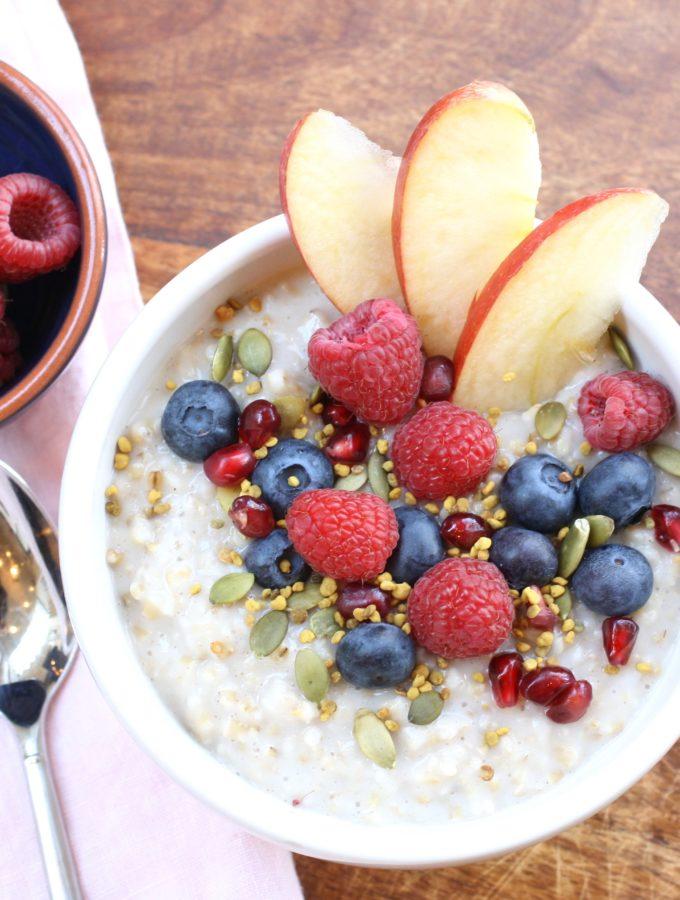 overnight steel cut oats, breakfast, healthy breakfast, berries, bee pollen, berries, apple